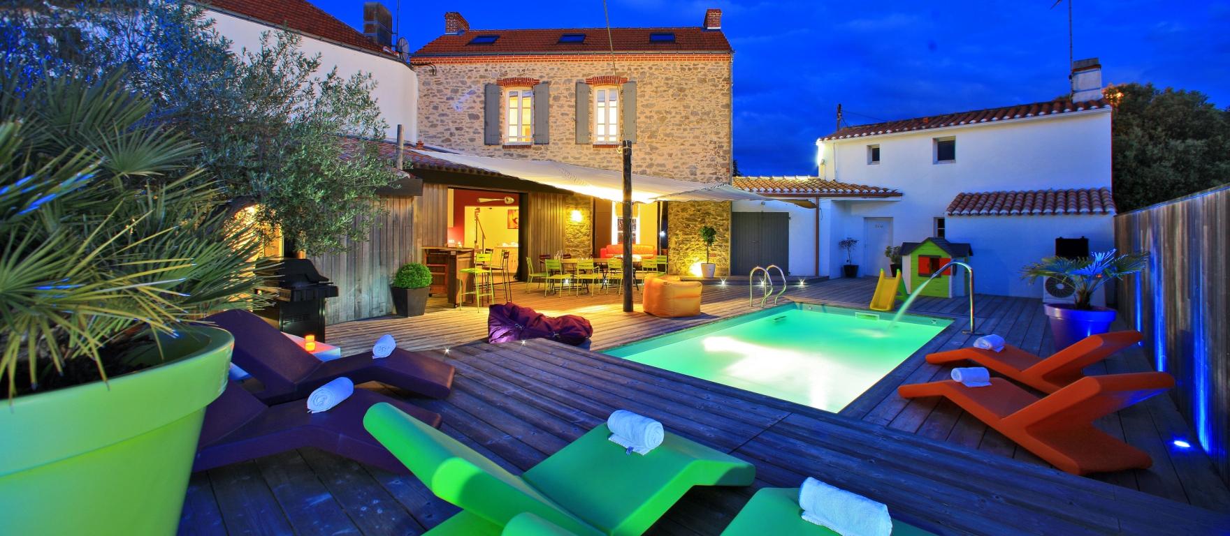 piscine chauffée dans maison de location de standing