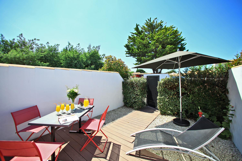 jardin terrasse location gîte piscine chauffée noirmoutier