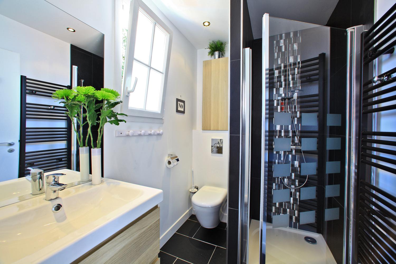 salle de bain location bois de la chaize piscine