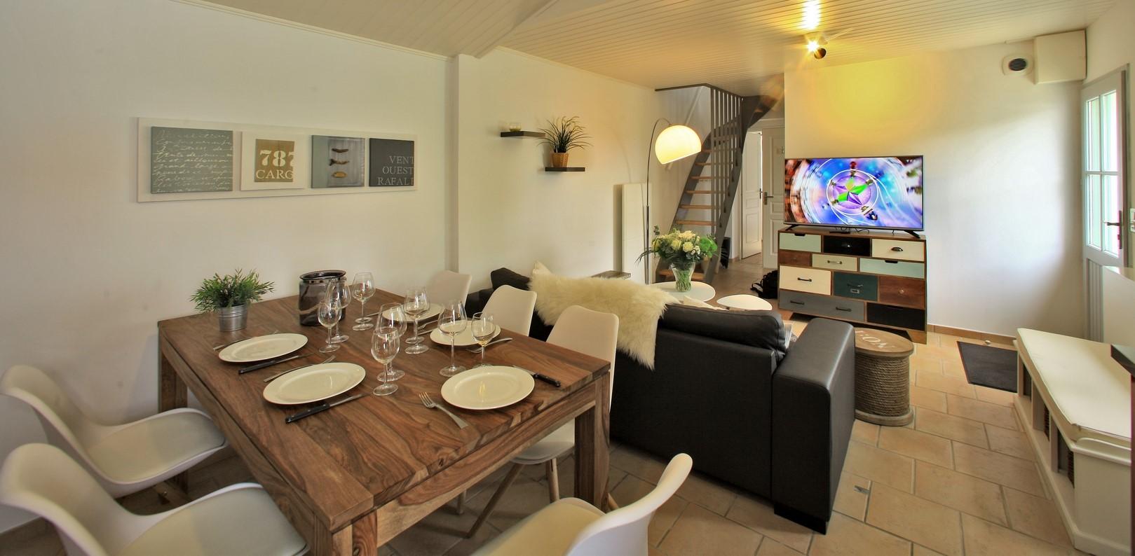 Table à manger séjour location 29