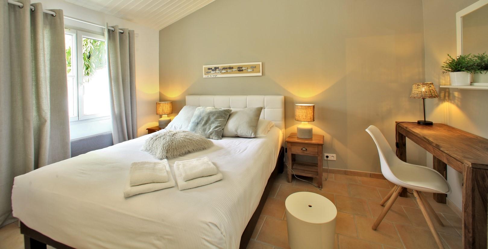 Chambre double spacieuse avec lit de 160 cm