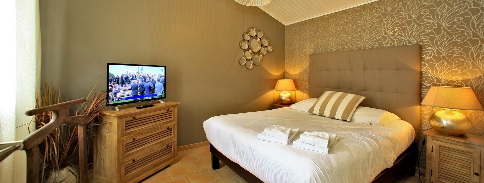 Chambre double avec lit de 160 cm et TV