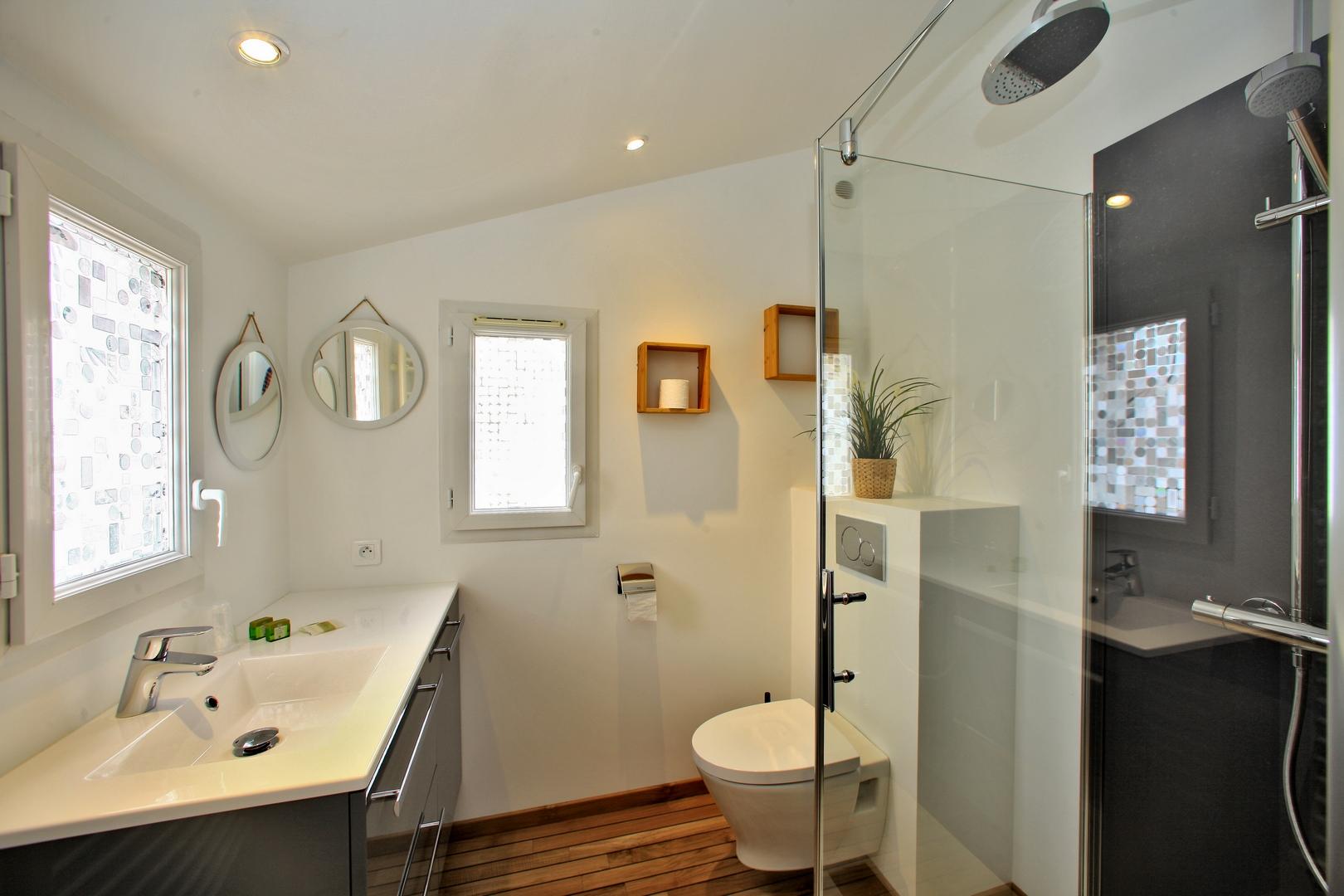 Deuxième salle d'eau étage douche