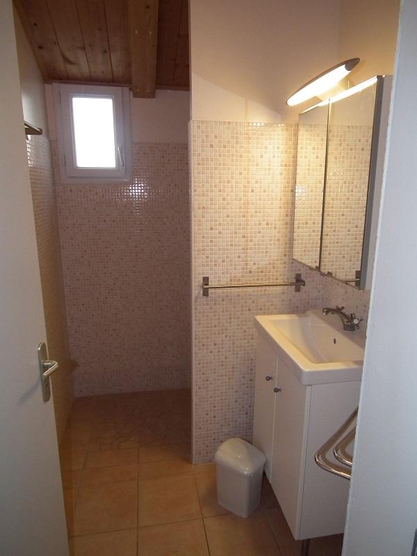 salle d'eau location petite maison piscine noirmoutier piscine spa