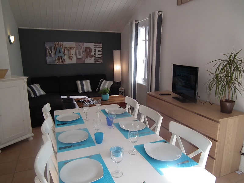 salon séjour location petite maison piscine noirmoutier
