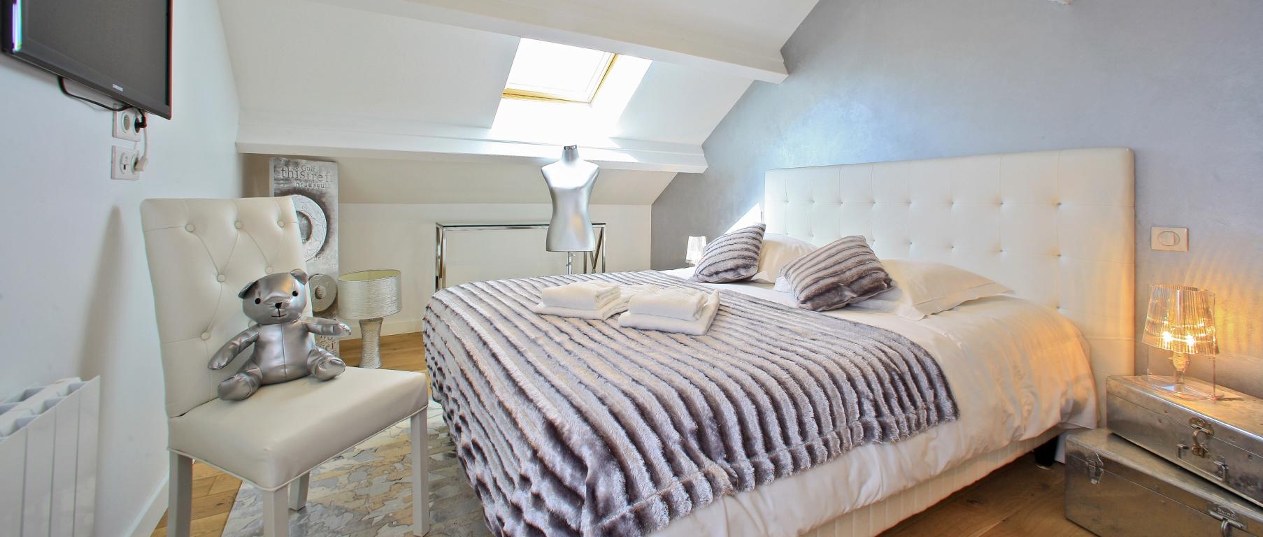 chambre argentée décoration moderne villa de luxe