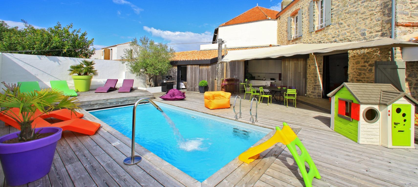 piscine exposition sud terrasse en bois villa de luxe noirmoutier en l'île