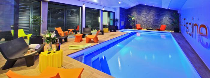 La piscine intérieure de la résidence